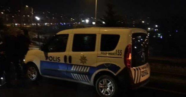 İstanbul Eyüp'te polis aracına ateş açıldı