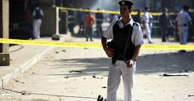 Kahire'de bombalı saldırı: 3'ü polis 6 ölü