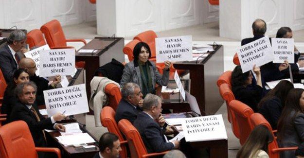 Meclis'te HDP eylemi: Ölümü değil, yaşamı savunuyoruz