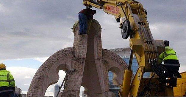 Mehmet Aksoy'un yine heykeli kaldırıldı