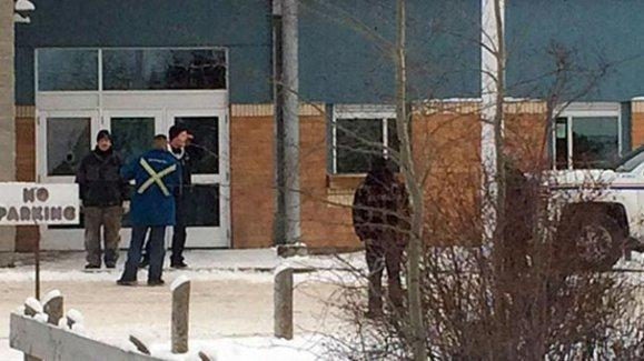 Okula silahlı saldırı: 5 ölü