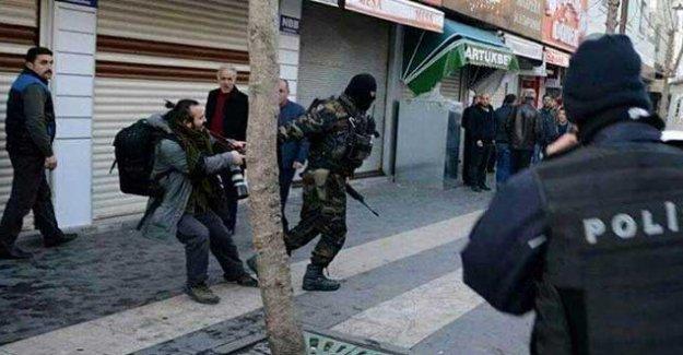 Sur'da gazeteci Mürsel Çoban gözaltına alındı