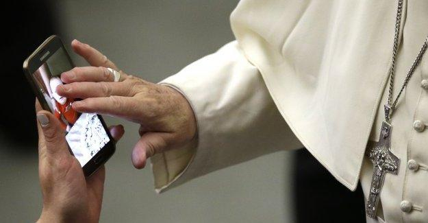 Papa Francesko akıllı telefon ile kutsadı
