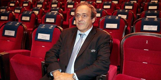 Platini, FIFA başkan adaylığından çekildi