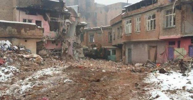 Sur'da 17 yaşındaki çocuk öldürüldü, 6 asker yaralandı