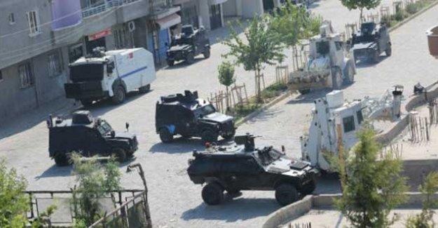 Sur'da yaralanan özel harekat polisi yaşamını yitirdi