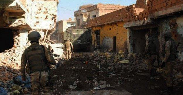 Sur'da vurulan bir asker hayatını kaybetti
