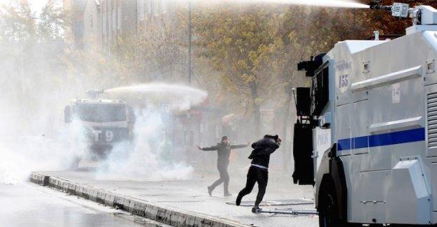 Sur'daki 'barış yürüyüşü'nde gözaltına alınan 24 kişiden 23'ü serbest bırakıldı