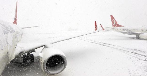 Trabzon ve Şanlıurfa'da hava ulaşımına kar engeli