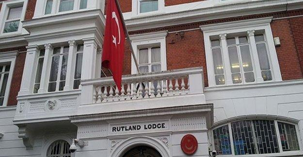 Türk diplomatların hesabı donduruldu