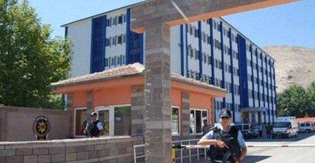 1 merkez valisi ile 9 polis gözaltına alındı