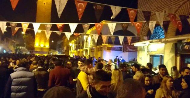 Adana'da 'rakı festivali'ni basanlar serbest bırakıldı