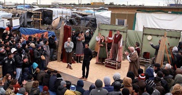 Calais mülteci kampında Hamlet