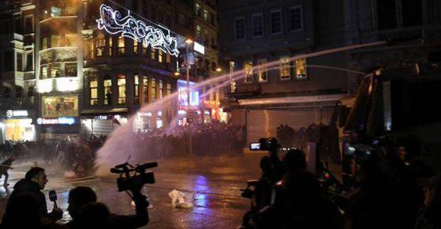 Cizre için Taksim'de toplananlara polis saldırdı: 10'un üzerinde gözaltı