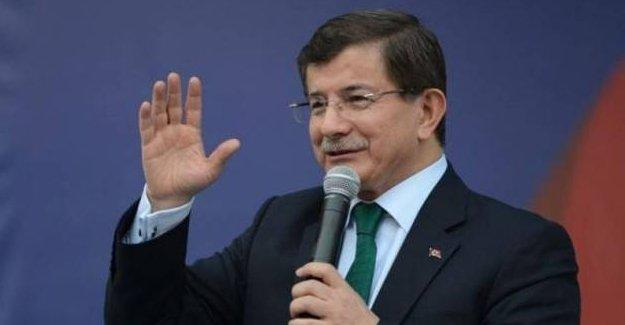 Davutoğlu: AK Parti'nin efsanevi lideri Erdoğan'dır