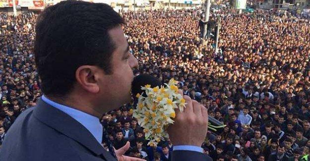 Demirtaş'tan Davutoğlu'na: Sen siyasi bir meftasın