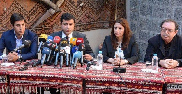 Sur nöbetindeki Demirtaş'tan Diyarbakır halkına çağrı