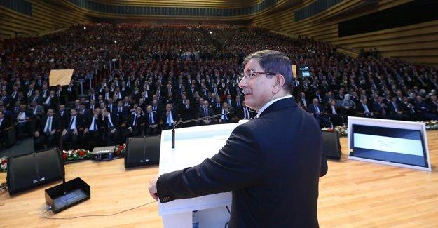 """""""Davutoğlu hoş ama boş konuşuyor"""""""