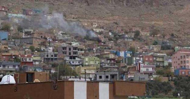 İdil'de belediye binasına top atışı