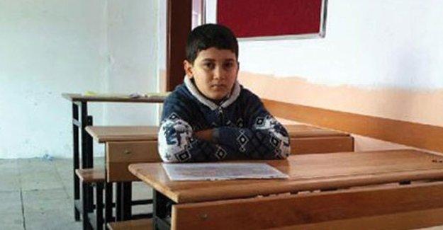 İdil'de bir öğrenci sınıfta öğretmenlerini bekledi