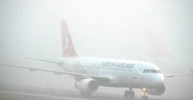 İstanbul'da uçaklara sis engeli