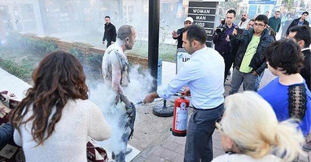 İşten çıkarılan işçi kendini yaktı