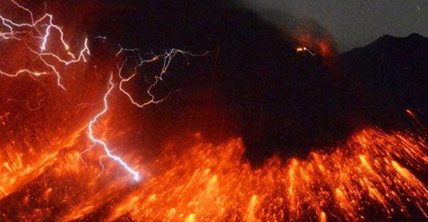 Japonya'da yanardağ patladı
