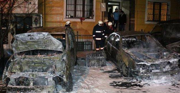 Kağıthane'de 7 araç yakıldı