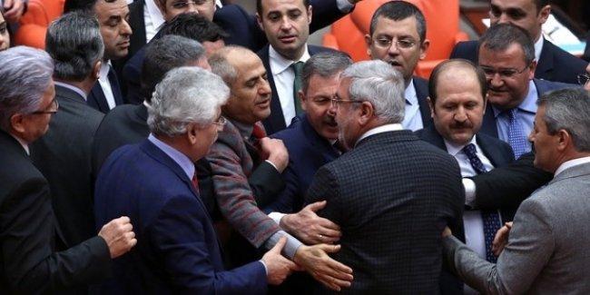 Meclis'te Metiner ve Yarkadaş kavgası