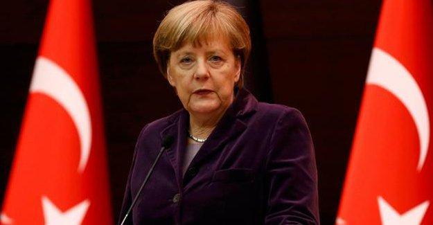 Merkel'e eleştiri: Türkiye ziyaretleri çözüm değil