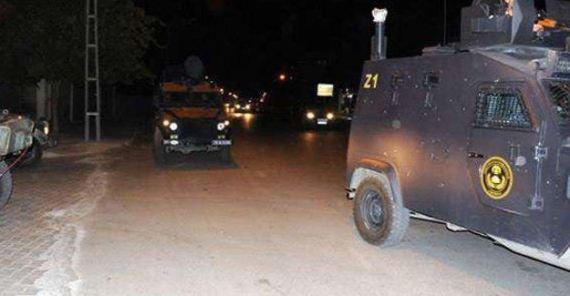 Nusaybin'de polis aracına roketli saldırı: 1 polis hayatını kaybetti