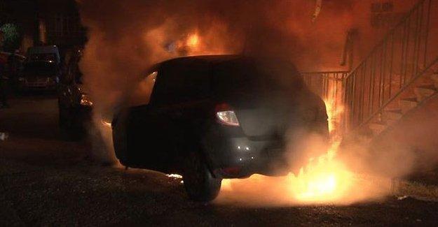 Kağıthane'de 5 araç yakıldı