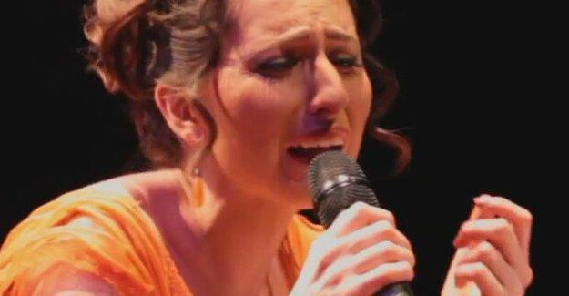 'Öteki dillerin sesi' Ayşenur Kolivar konseri