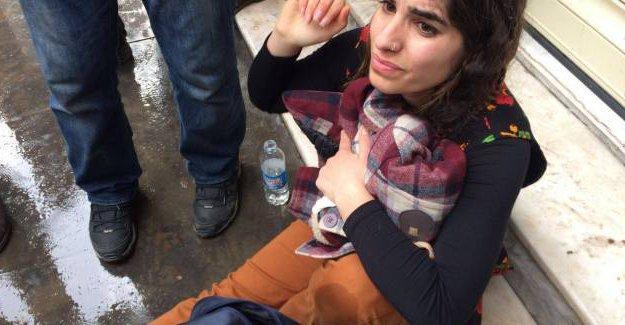 Sur yürüyüşüne polis saldırdı: DİHA muhabiri yaralandı