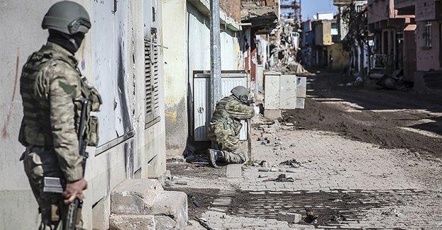 Sur'da 2 asker ve 2 polis yaşamını yitirdi