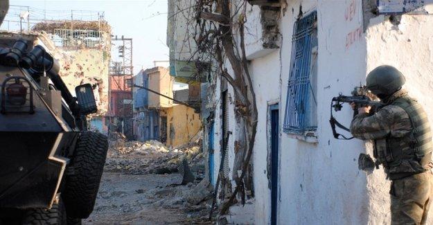 Sur'da çatışma: 2 kişi öldürüldü, 2 polis yaralı
