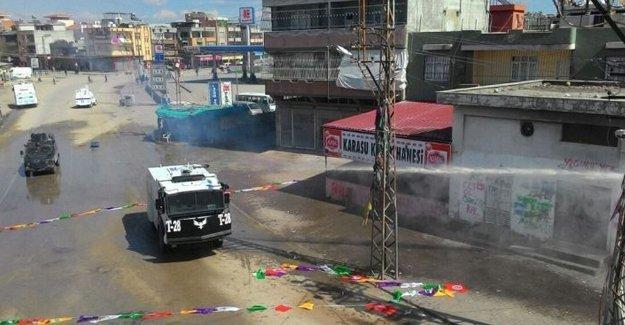 Adana'da Newroz'a polis saldırdı