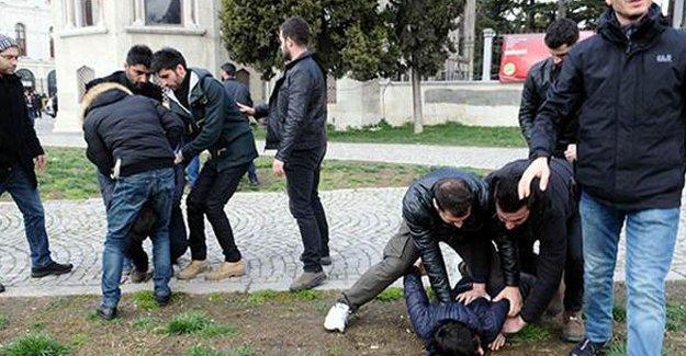 Beyazıt'ta öğrencilere ters kelepçeli gözaltı