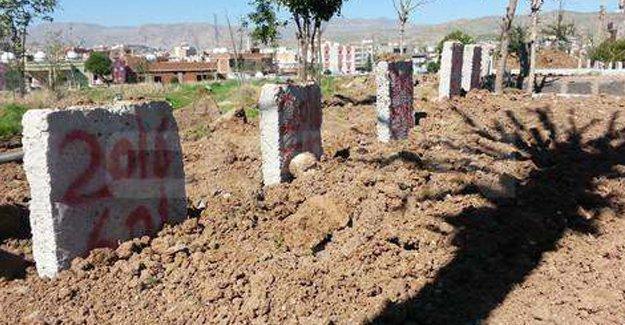 Cizre'de cenazeler numaralandırılarak defnedildi