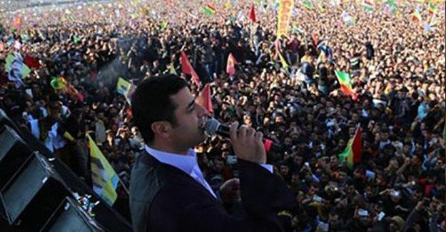 Demirtaş: Kürt halkı barışı diri tutmak için direniyor