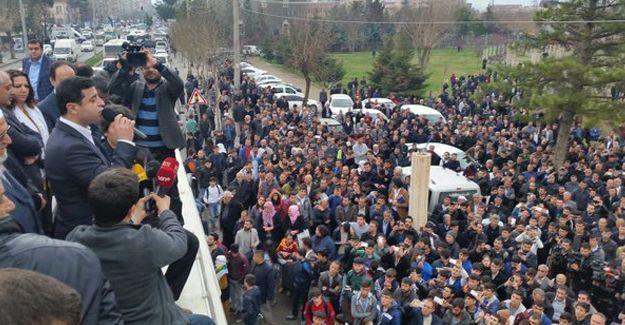 Demirtaş'ın da yer aldığı sivil cuma namazında barış çağrısı