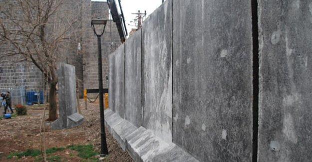 Diyarbakır Valiliği'ne göre Sur'daki beton bloklar geçici
