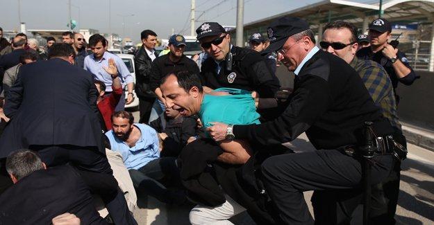 Eylemdeki Renault işçilerine polis müdahalesi