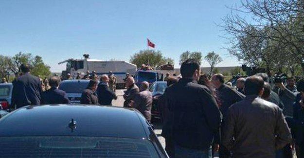 Final Newrozu için Cizre'ye giden heyet durduruldu