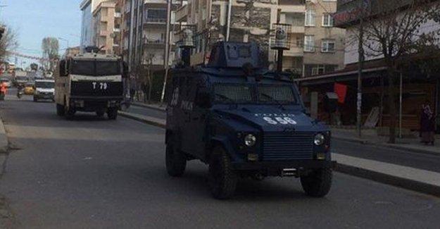 Gazi'de esnaf kepenkleri kapattı