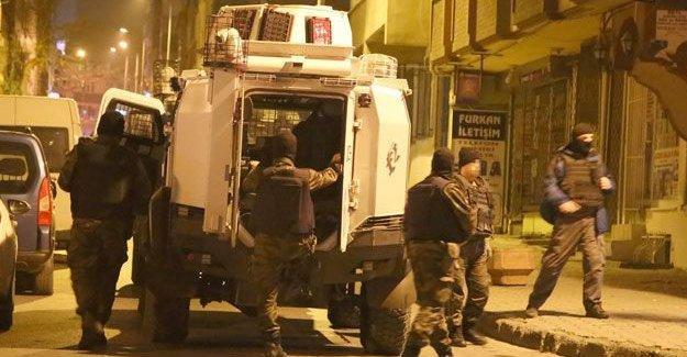 3 kentte ev baskınları: En az 26 kişi gözaltına alındı