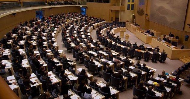 İsveçli vekillerden AKP'ye: Saldırılara son verin, müzakerelere geri dönün