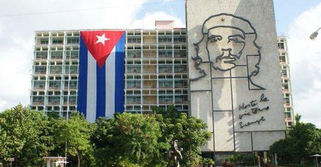 Küba'dan açıklama: Obama siyasi taviz beklemesin