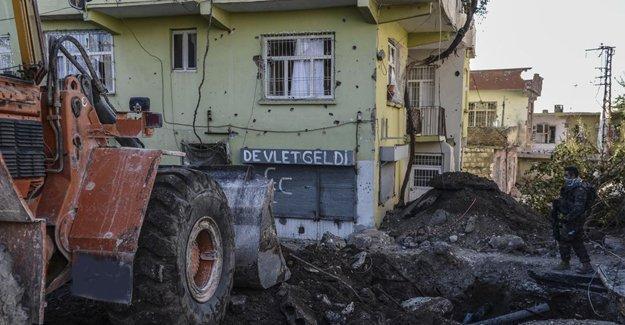 Kürt illerinde abluka sürüyor