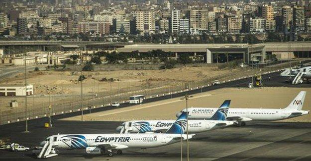 Mısır uçağını Kıbrıs'a kaçıran korsan teslim oldu